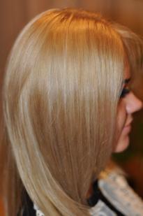 Karamelinė plaukų su pilku atspalviu