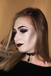 Vamp makiažas Halloween'ui