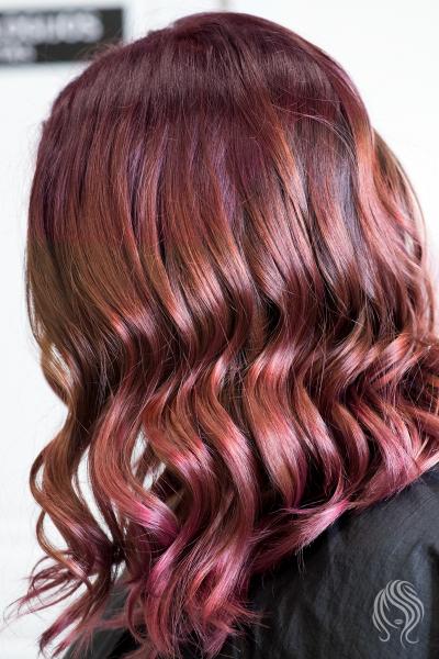 Balayage su raudonai violetiniu atspalviu