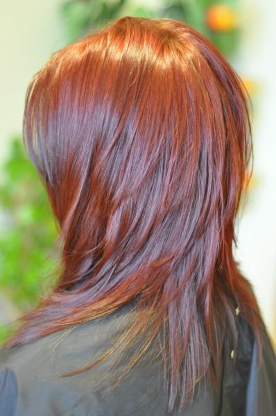 Plaukų kirpimas su iškarpymu