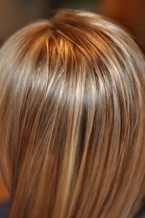 Plaukų dažymas sruogelėmis