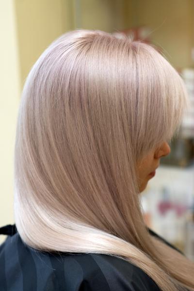 Blond tonavimas su pilkšvai rausvu atspalviu